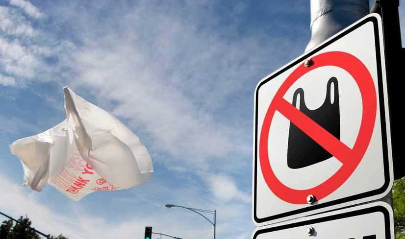 В Україні можуть заборонити використання пластикових пакетів – ЄБА