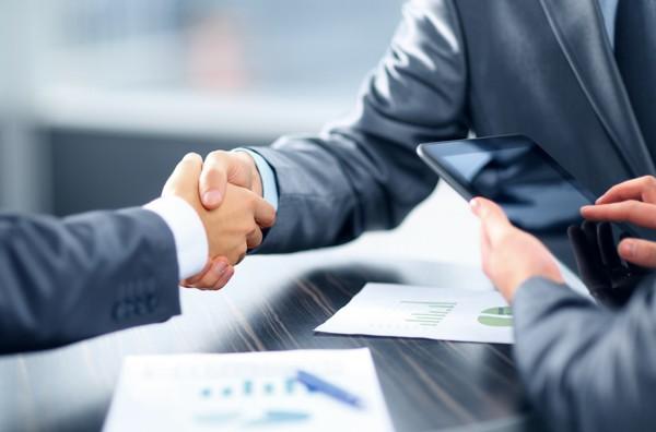 Кандидати в Раду причетні до 35 бізнес-груп і досі торгують…