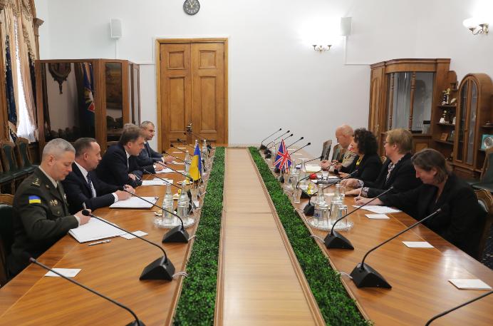 В оборонному відомстві обговорили співпрацю між Великою Британією та Україною