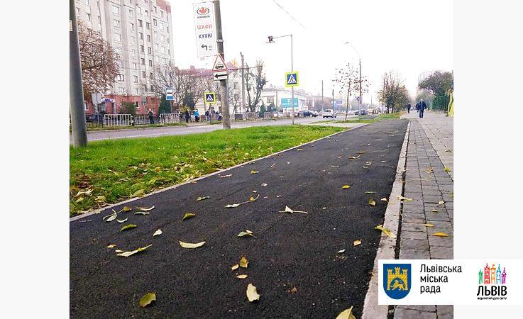 На вул. Княгині Ольги завершують облаштування велодоріжки