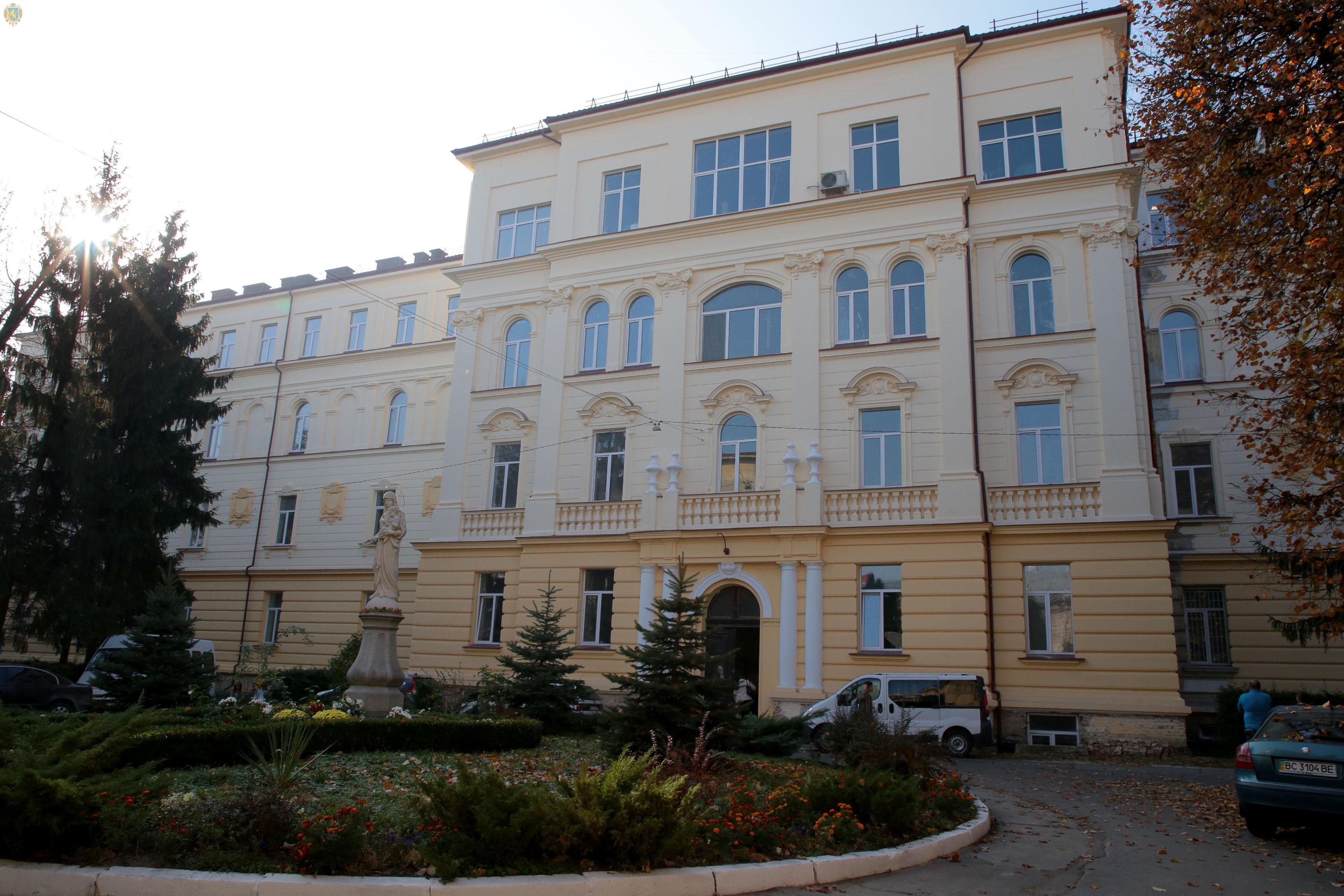 Капітальний ремонт пологового корпусу обласної лікарні завершать до кінця року