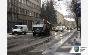 Станом на ранок в місті працювало 46 одиниць снігоочисної техніки