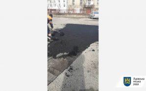Комунальні служби міста проводять роботи з ліквідації аварійності на магістральних…